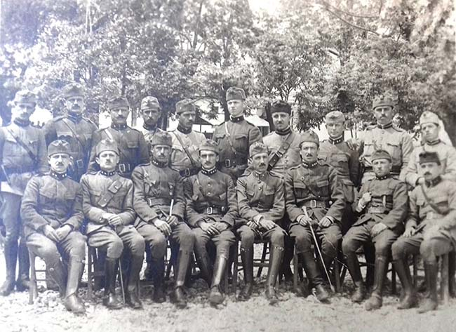 OFICERTE QE SHTYPEN KRYENGRITJENE MARSIT 1922